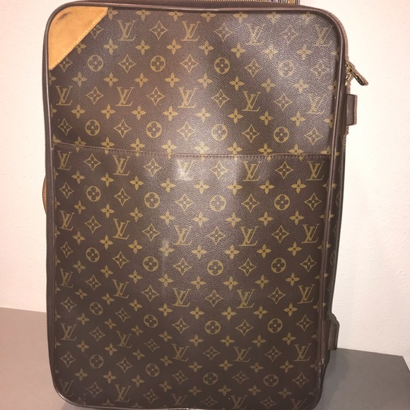 2cade356699d Louis Vuitton Handbags - Authentic Louis Vuitton Pegase 55 luggage travel